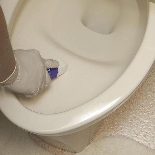 消しゴム感覚のスティック トイレみがきスティック